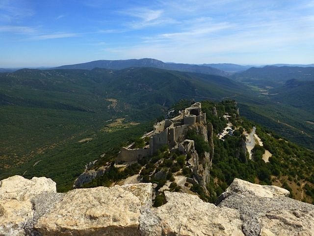 Château CATHARE de PEYREPERTUSE à environ 70 kms