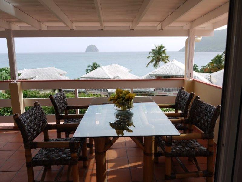 Haut de Villa Vue magnifique sur Rocher du Diamant à 50 mètres de la mer, holiday rental in Le Diamant