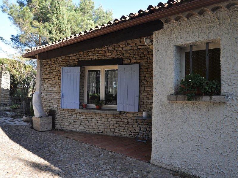 Villa climatisèe dans colline;vue sur mont ventoux,jardin clos,soleil,tourisme, casa vacanza a Orange