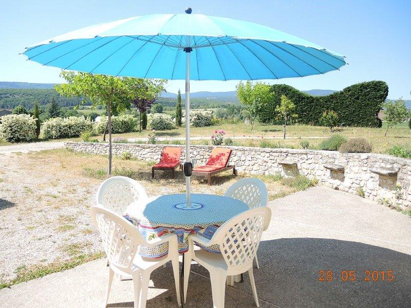 Location gite au pied du Mont Ventoux entouré de lavande a Sault en provence, vacation rental in Sault