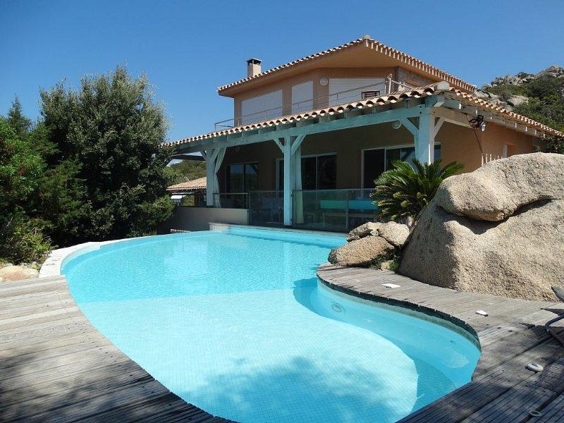 Villa de grand standing trés bien conçue dominant un site exceptionnel, holiday rental in Tizzano