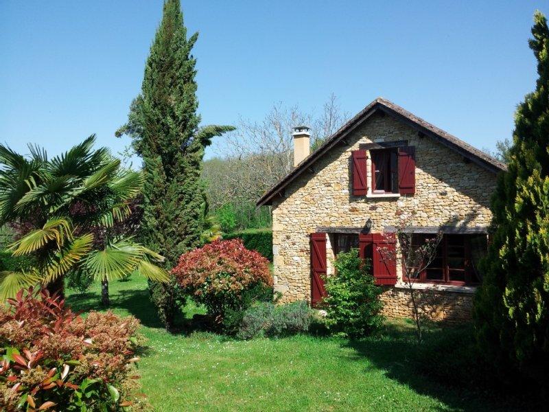 SUPERBE MAISON PERIGOURDINE TYPIQUE entre Bergerac et Sarlat, holiday rental in Pontours