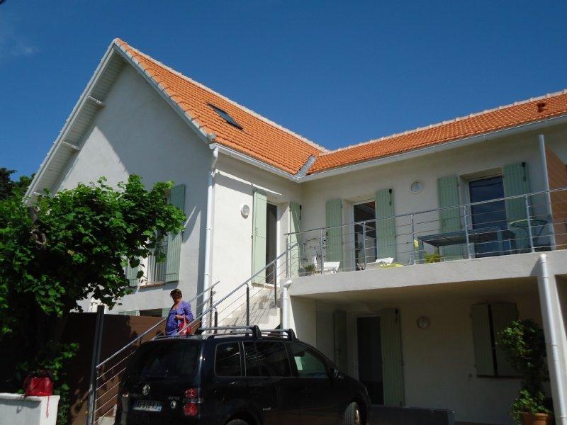 appartement   T 4 au 1er étage. escalier extérieur. Parking 1 voiture, holiday rental in Saint-Cyr-sur-Mer