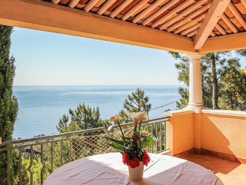 Studio 28m2 sea views and massive Esterel Trayas, casa vacanza a Théoule sur Mer