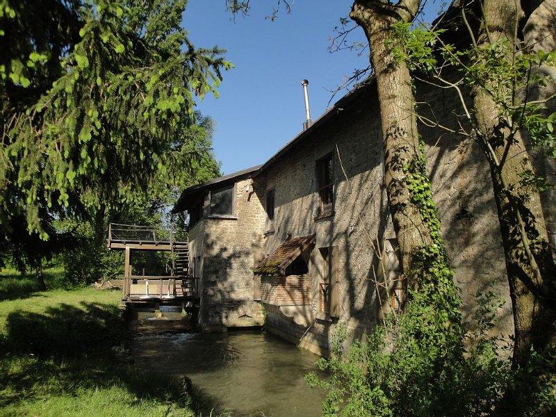 Moulin au fil de l'eau au bord du canal, nature, calme, reposant, volupté, location de vacances à Baume-les-Messieurs