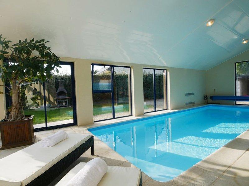 Villa de standing, piscine chauffée à 30°, Spa à 37°, 200 m plage et sentiers, casa vacanza a Plouescat