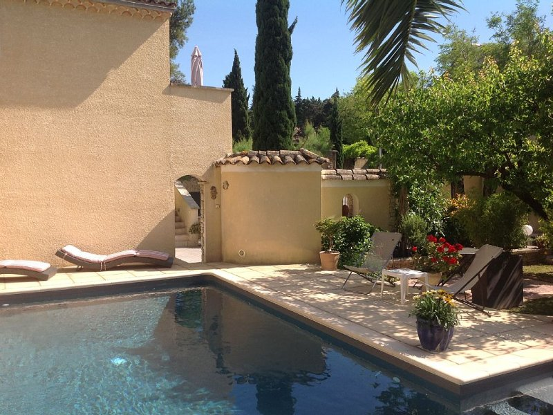 At the heart of the village, quiet, relaxation and comfort ..., holiday rental in Saint Saturnin les Avignon