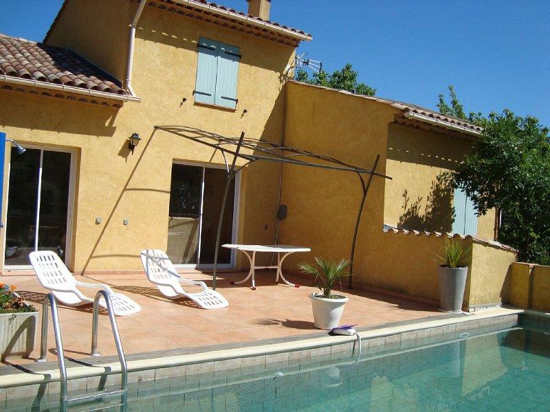 Villa vacances piscine dans le Var, holiday rental in Signes