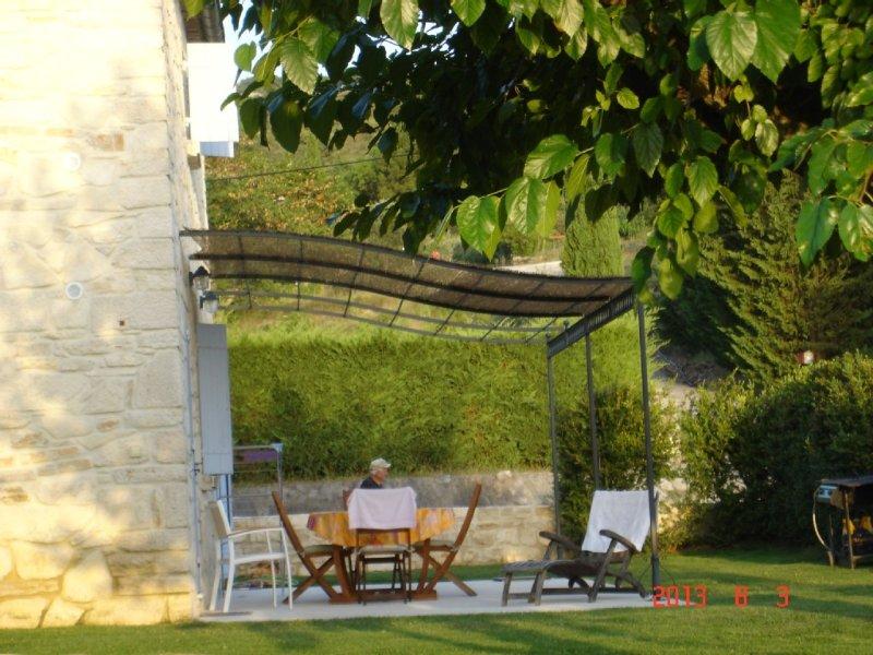 Gîte de charme tout neuf - 4 pers - proche de Vallon Pont d'Arc, vacation rental in Bessas