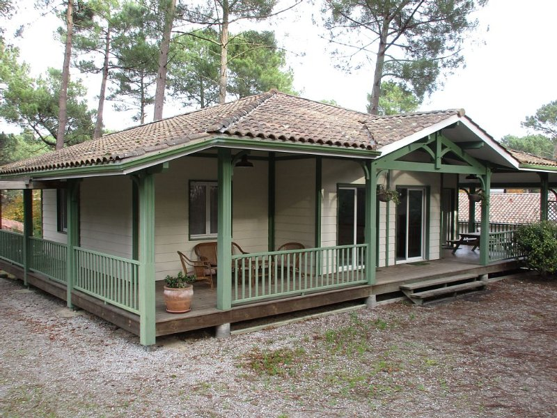 louisiana style villa on the golf site in leafy residential area, vacation rental in Biscarrosse