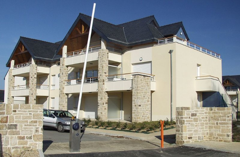Recent duplex rated 3 * in quiet residence 200m from the sea. Chèqs holiday., vacation rental in Fouesnant