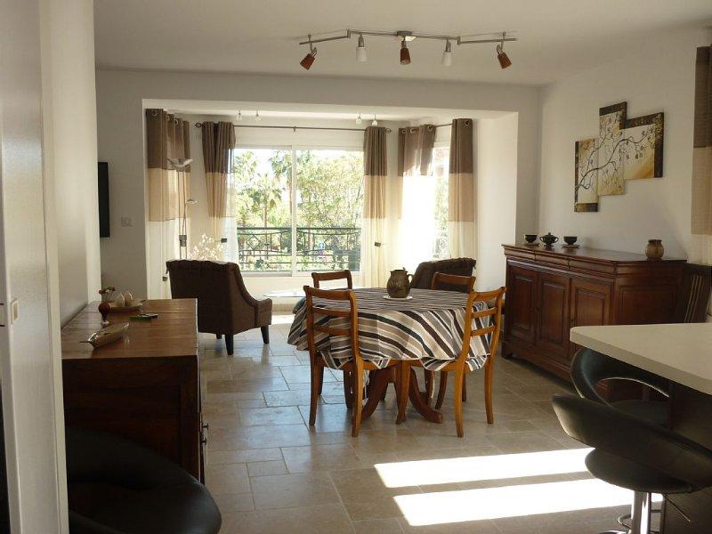 Appartement neuf, avec garage , proche port et plages.   3 étoiles., location de vacances à Sanary-sur-Mer