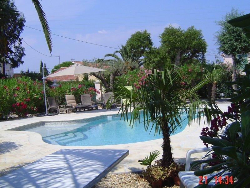 APPART.  CLIM (ds VILLA) 4 Pièces + TERRASSE - *** - 6 Pers - PISCINE.- Jardin -, location de vacances à Fréjus