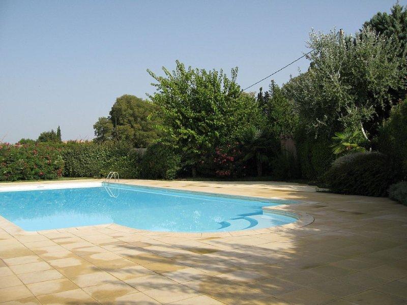 Location avec piscine, près Baux de Provence, dans le parc naturel des Alpilles, vacation rental in Saint-Martin-de-Crau