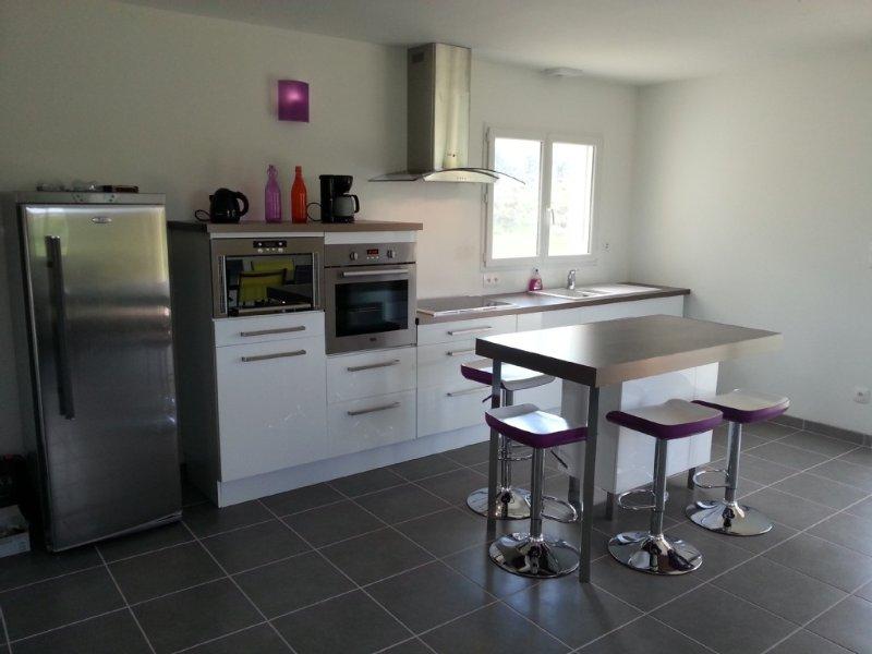 Maison neuve à BEAULIEU (Sud Ardèche) de 90 m2 3 chambres, aluguéis de temporada em Berrias et Castejau