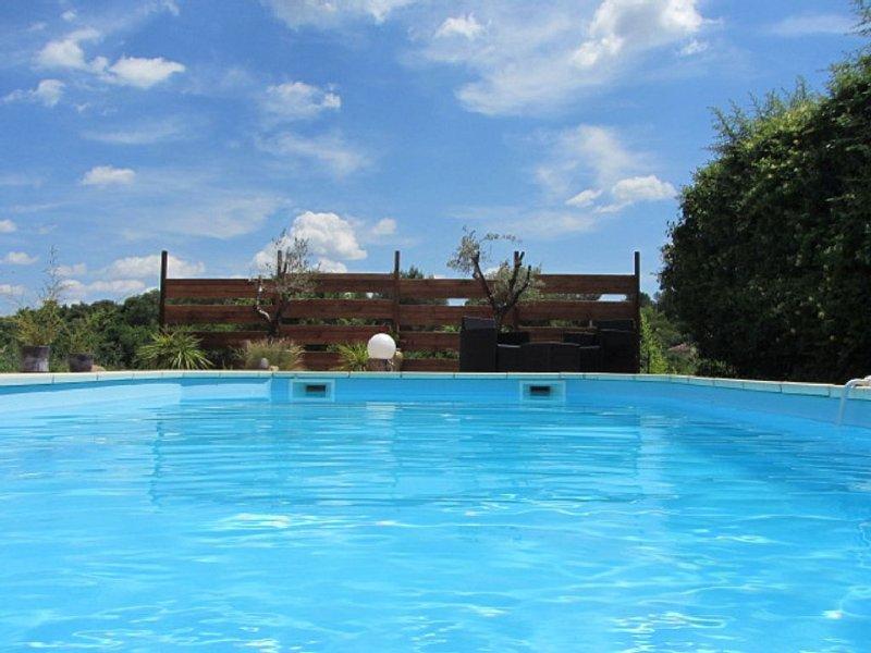 Villa d'architecte très lumineuse sur un jardin paysagé avec piscine, casa vacanza a Restinclieres