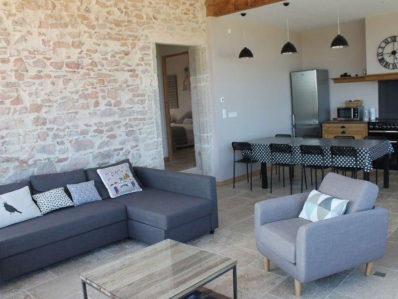 Gîte de charme 6 personnes, vue panoramique, proche Lyon,portes du Beaujolais, aluguéis de temporada em Lozanne