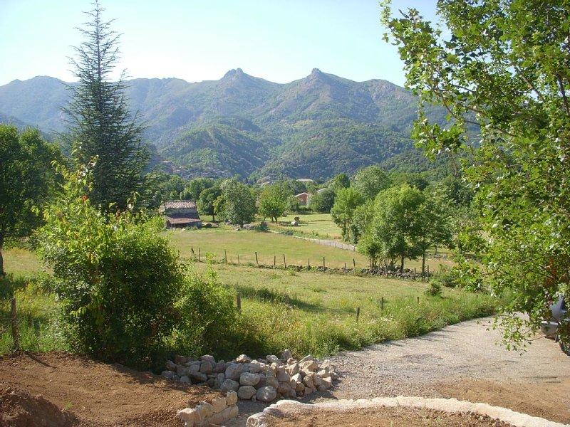Petite Maison en Ardèche avec vue Magnifique, holiday rental in Prades