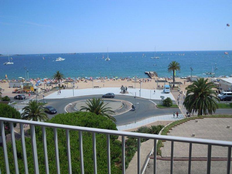 Front de mer à Fréjus-plage, vue magnifique , Climatisation, WIFI, 4/6p, location de vacances à Fréjus