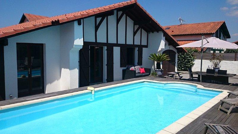 charmante villa avec piscine chauffée située à anglet entre Biarritz et bayonn, location de vacances à Anglet