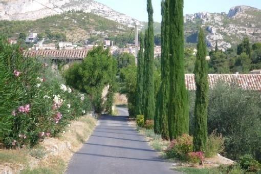 Farniente au bord de la piscine et au son des cigales ..., holiday rental in Roquevaire