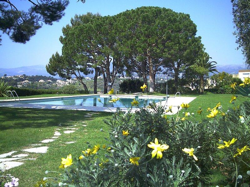 villa in a quiet and close to the sea, alquiler de vacaciones en Cagnes-sur-Mer