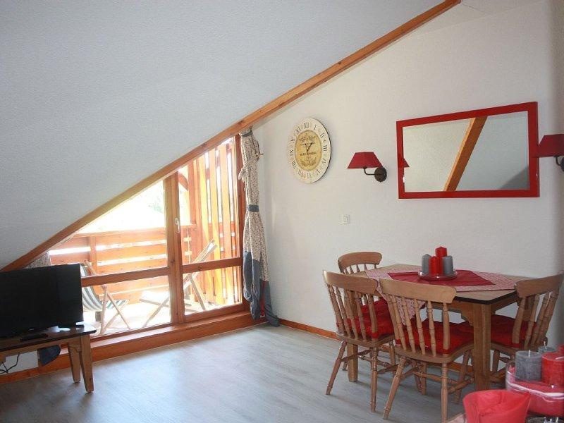 Charmant 2 pièces expo Sud en dernier étage vue sur pistes 4 couchages + 1 bébé, location de vacances à Saint-Etienne-de-Cuines
