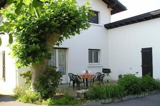 BASSUSSARRY5 kms de BIARRITZ MAISON 4 pieces 80m2sur 500m2 jardin vue sur Montag, holiday rental in Bassussarry