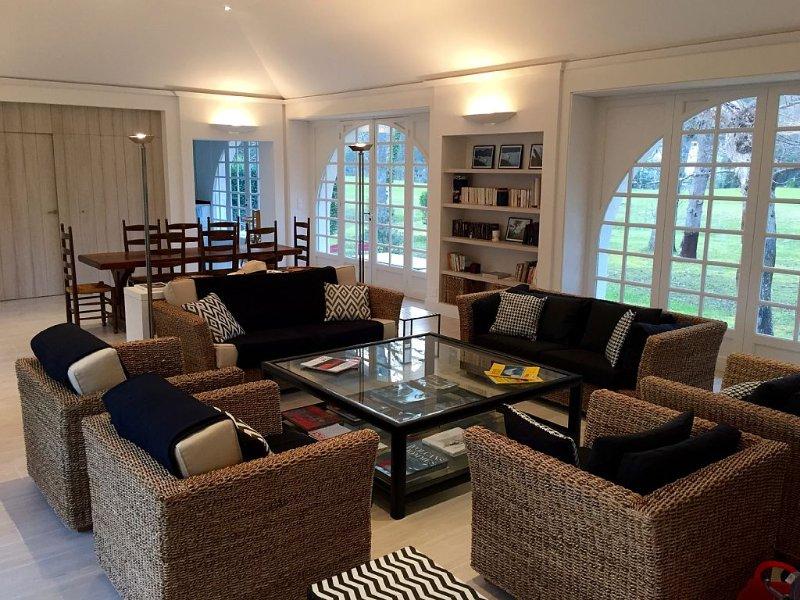 Villa La Broque - Maison double entièrement rénovée sur le golf - 14 personnes, casa vacanza a Hossegor