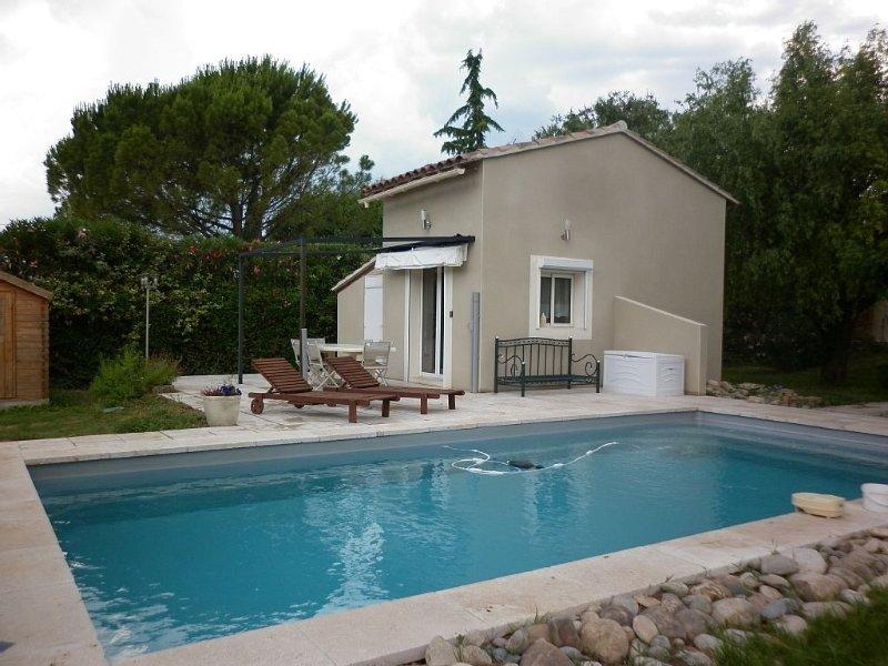 Maisonnette entre Avignon et Saint Remy de Provence ' LE ROMANO ' 2  étoiles, vacation rental in Chateaurenard