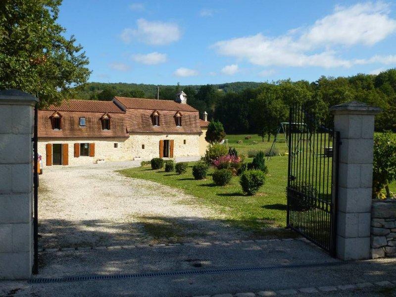 Gîte pour 8 personnes Périgourdine 3 Epis, Piscine Privée au calme, location de vacances à Montfaucon