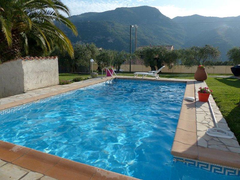 VILLA/ APPARTEMENT INDEPENDANT, PISCINE, PROCHE MER ,  4 PERS + 1 ENFANT - 2 ANS, location de vacances à Alpes Maritimes