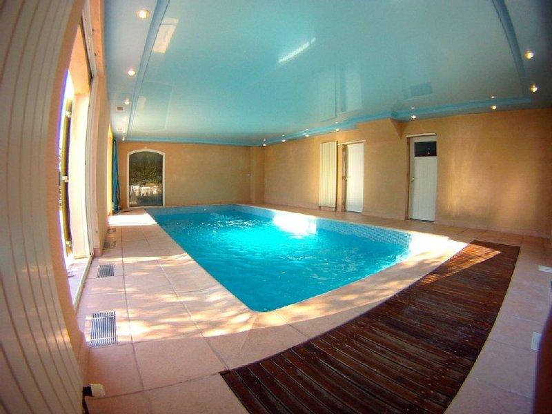 Villa Santa Fé, clim, piscine chauffée, paradis pour enfants, WIFI, vue, vacation rental in Le Castellet