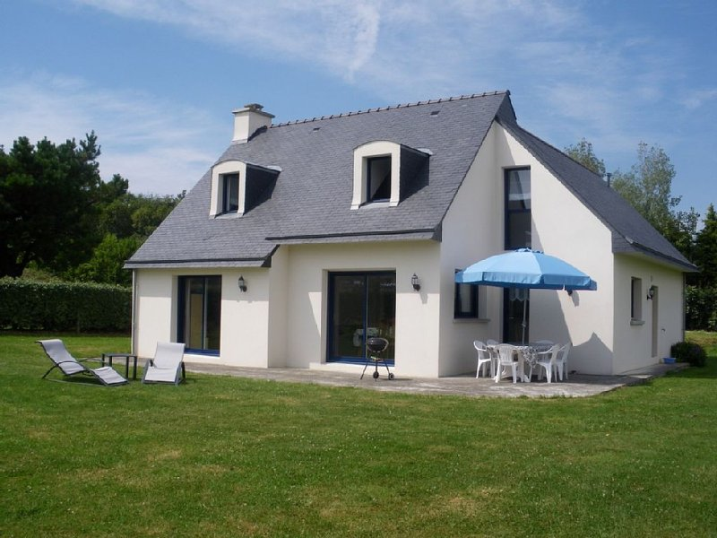 Maison bien équipée au calme sur terrain clos de 1700m2 près des plages, holiday rental in Plonevez-Porzay