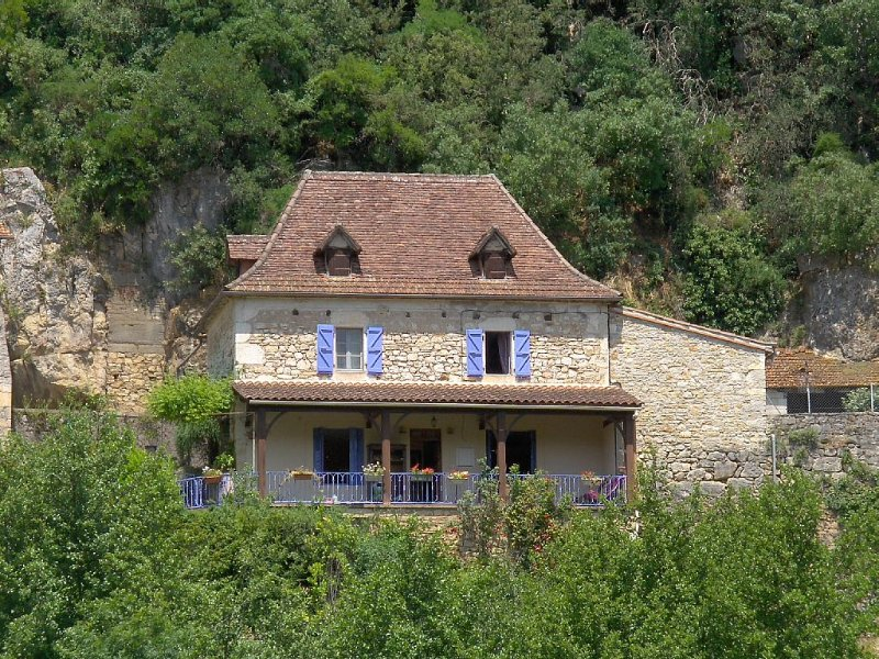 BEAUTIFUL HOUSE QUERCYNOISE with stunning views of the Lot and St Cirq, vacation rental in Lot