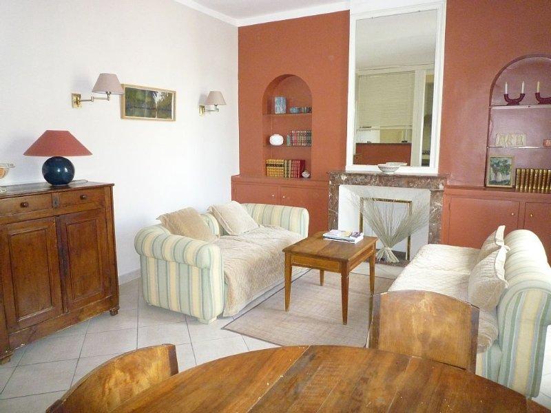 Appartement dans maison de ville, holiday rental in Lezignan-la-Cebe