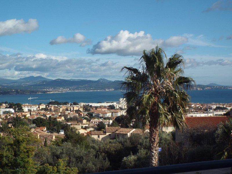 La Ciotat T3 confortable,spacieux,vue mer panoramique, (meublé de tourisme 3***), location de vacances à La Ciotat