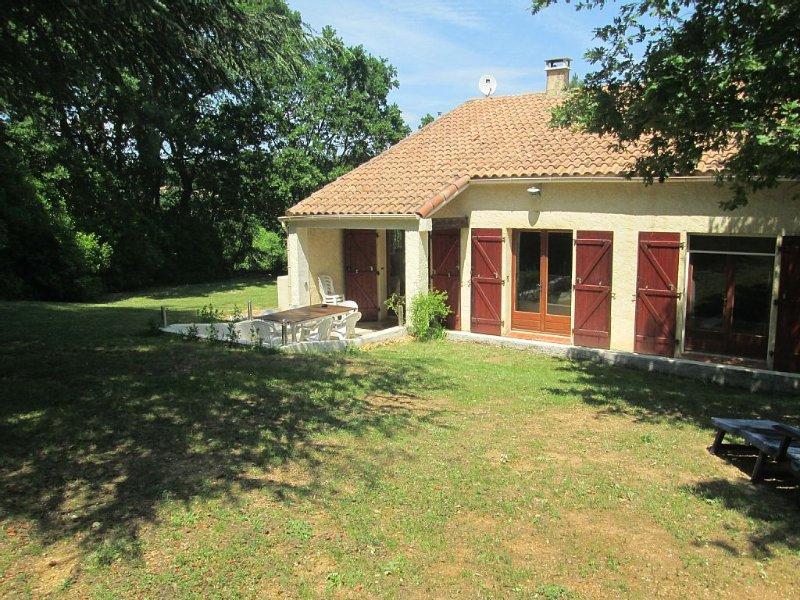 Agréable villa familiale dans un endroit au cachet incomparable, holiday rental in Saint-Laurent-La-Vernede