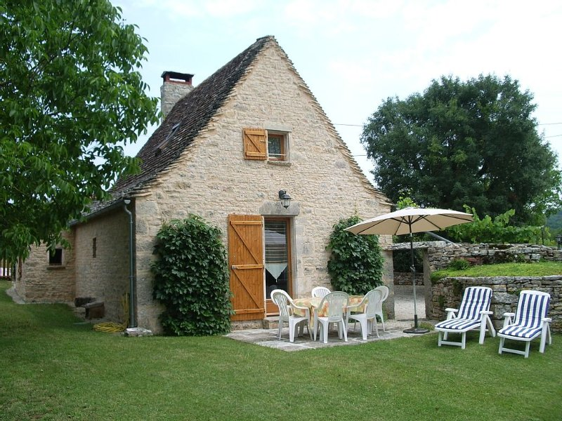 Gite aménagé dans ancienne maison typique du causse de Gramat, proche Rocamadour, alquiler vacacional en Lot