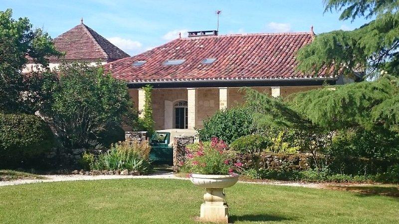 Grande propriété de caractère et tout confort, avec piscine chauffée, Ferienwohnung in Saint-Daunes