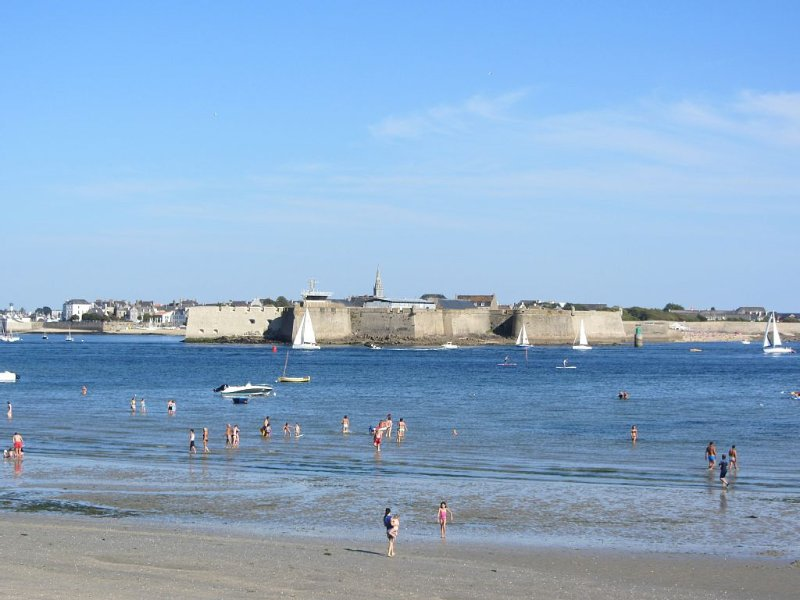 Bord de mer Maison rénovée 50 m de la plage de la Nourriguel, casa vacanza a Gavres