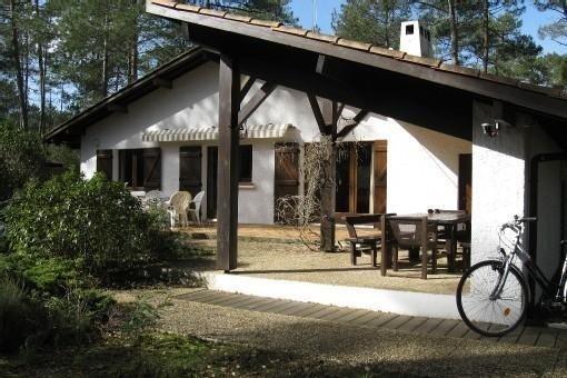 BELLE VILLA  6 Pieces sur 1400m2 LACANAU longarisse, vacation rental in Lacanau