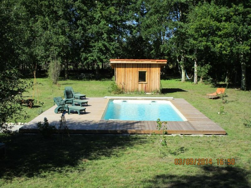 Maison Landaise  de caractère avec piscine  nichée en plein cœur de la forêt, holiday rental in Garein