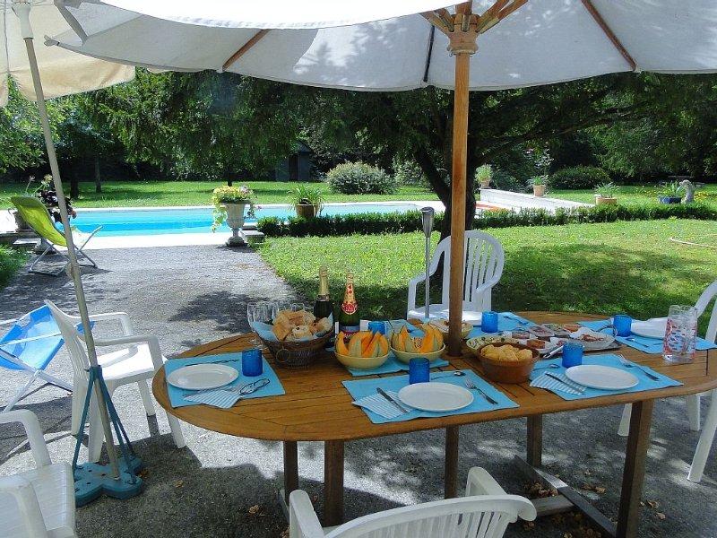 grande villa avec piscine a proximité de CHABLIS et du canal de Bourgogne, holiday rental in Chablis