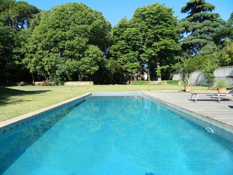 Mas ancien 3500m2, piscine clôturée, grand parc arboré et ombragé, casa vacanza a Restinclieres