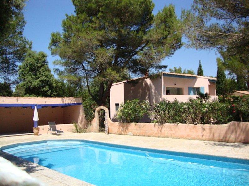 villa beau soleil avec piscine, location de vacances à Uchaux