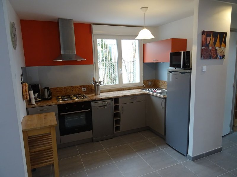 300m from the beach! Wifi, 2 bathrooms!, holiday rental in Concarneau