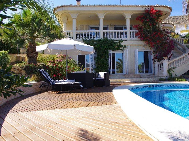 Belle Villa avec superb vue sur la mer et Court de Tennis Privé, holiday rental in Campello
