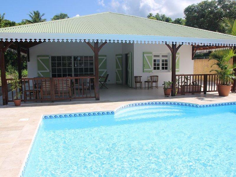 Villa/piscine, 3 chambres climatisées, à 30m de la plage, commerces à pieds, casa vacanza a Arrondissement of Le Marin
