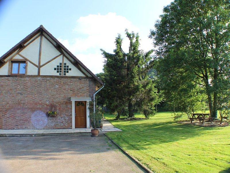Appt 5/7p. au Sud de la Champagne, calme, familial, holiday rental in Foucheres